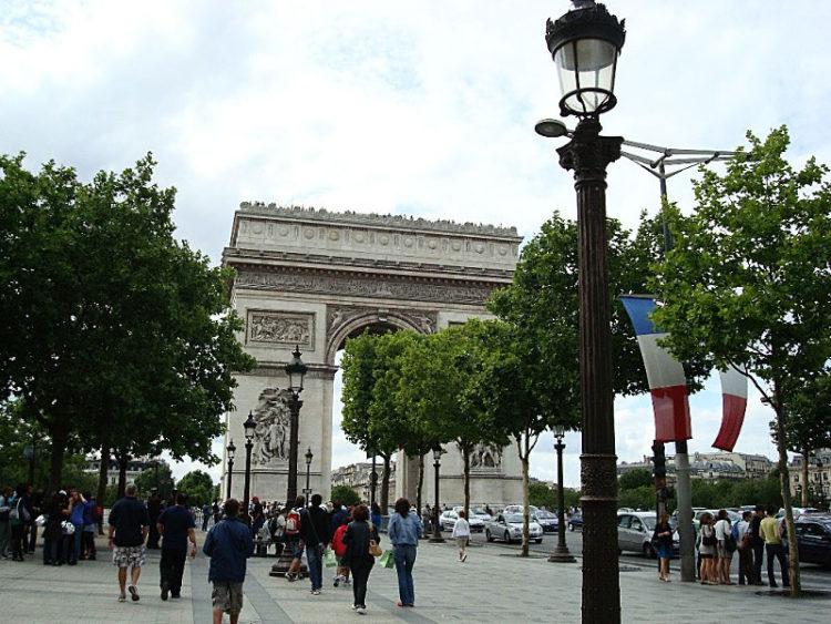 sozinha em paris