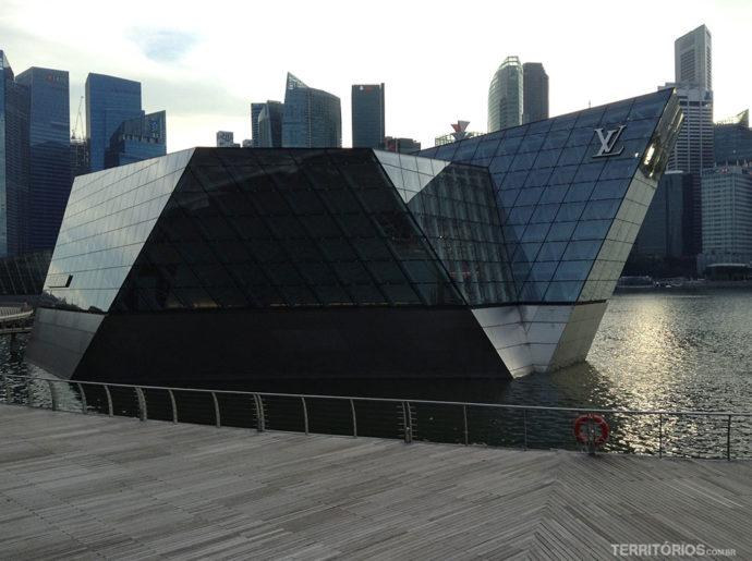 Loja flutuante da Louis Vuitton em Singapura