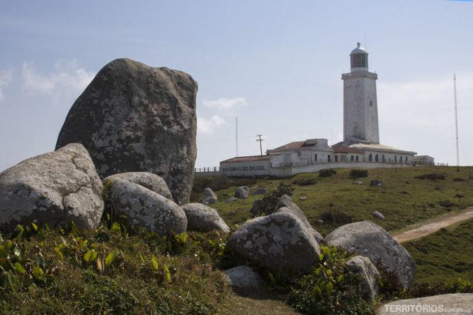 Farol de Santa Marta construído com calcário e óleo de baleia