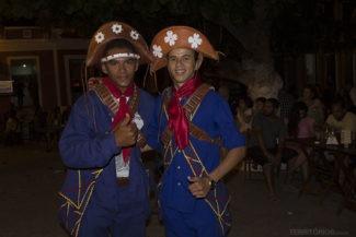 Dançarinos vestidos de Lampião