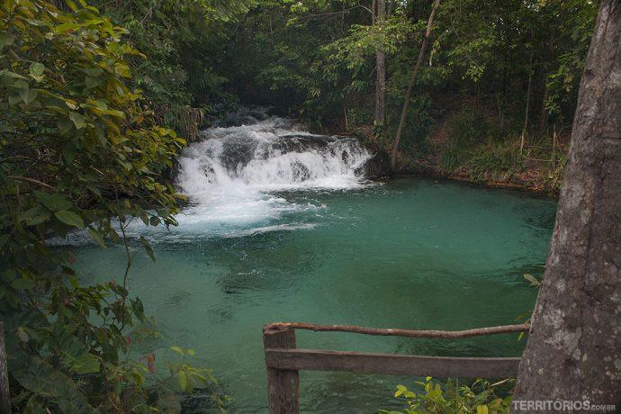 Água cor de esmeralda na Cachoeira da Formiga, atração destaque no Jalapão