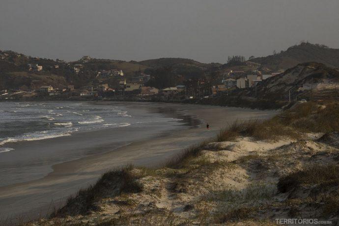 Praia da Ribanceira é mais urbana