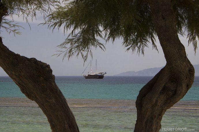 O barco harmonia ancorado em Mykonos