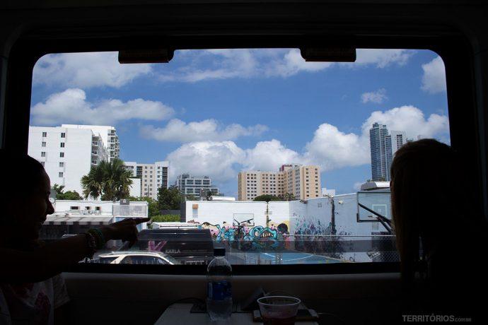 Vista para Wynwood da janela do Brightline