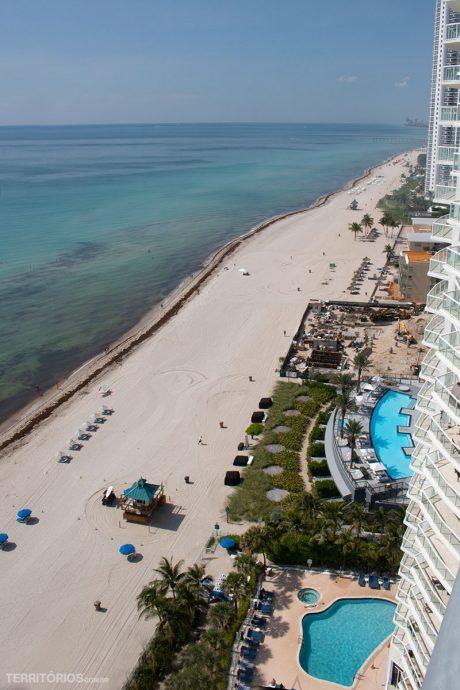 Praia de Sunny Isles em direção à North Miami