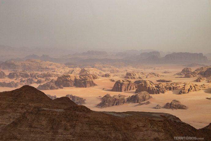 Vista do topo de Umm ad Dami lembra Marte
