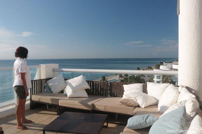 Curtindo a vista no Deck Oasis do hotel