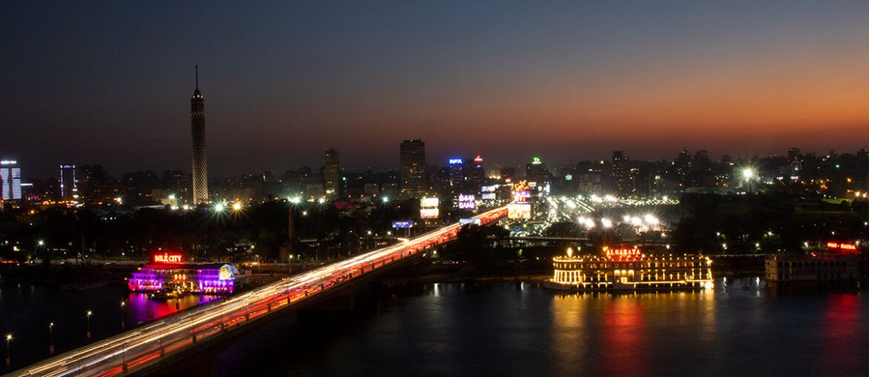 Cairo noturno visto da janela do hotel