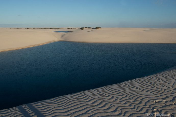 Lagoas ficam na sombra nas primeiras horas do dia