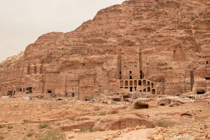 Rua das Fachadas na cidade de pedras: Petra