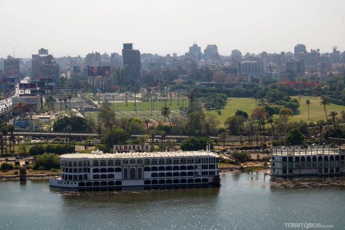 Rio Nilo no centro do Cairo