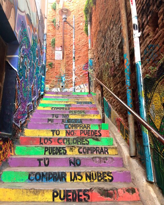 Escadaria graffitada