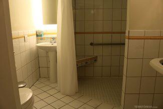 Banheiro é a única parte antiga no interior do hotel