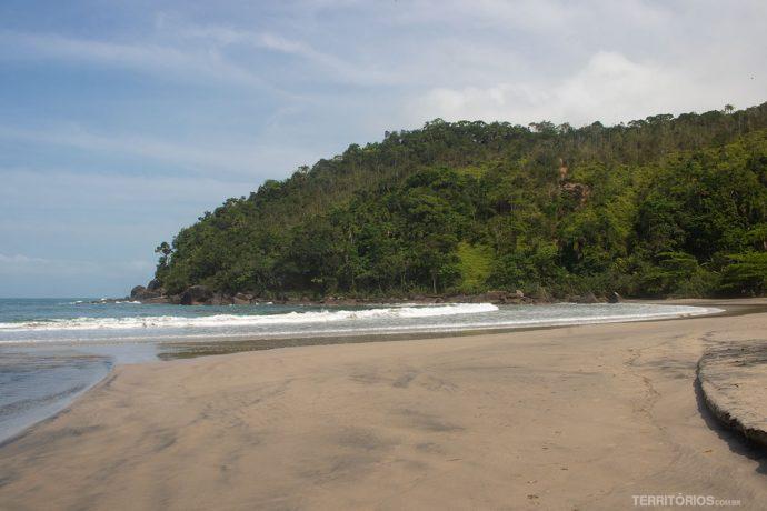 Trecho da Praia de Castelhanos em frente à comunidade visitada