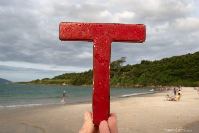 ... e na Praia da Pinheiro, ambos na Grande Florianópolis