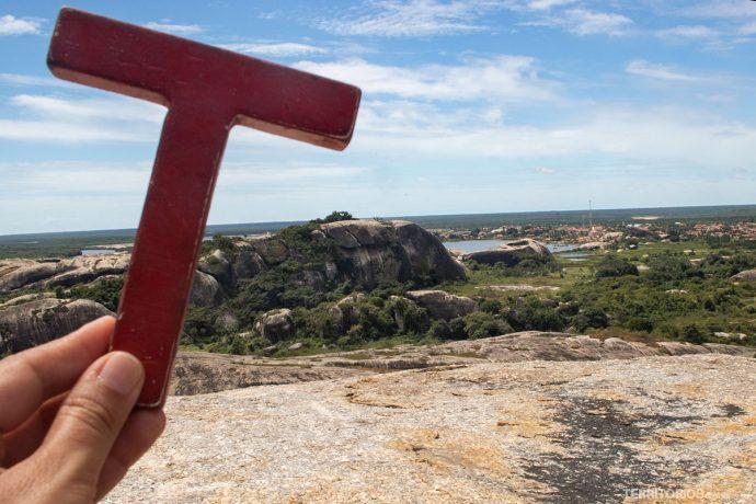 No alto de uma das pedras gigantes de Chaval