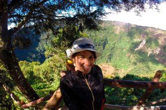 Roberta no vulcão El Boquerón ilustra o índice El Salvador