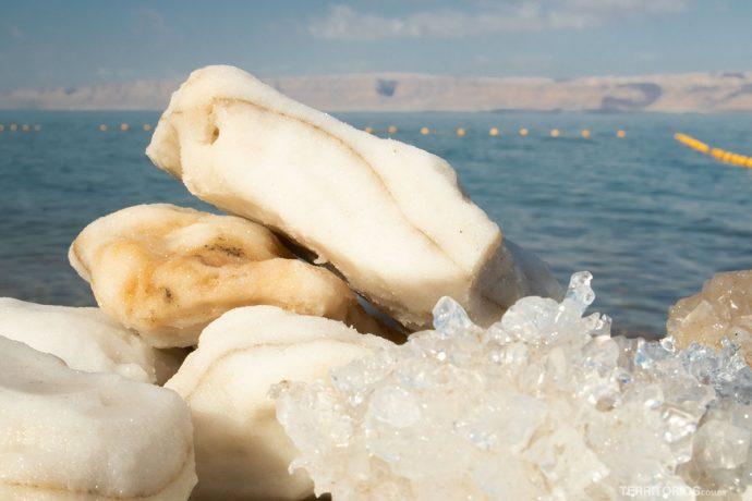 Pedras de sal são comuns nas margens do Mar Morto
