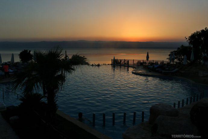 Piscina com vista para o pôr do sol no Dead Sea Marriott Resort & Spa