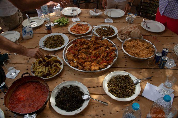Banquete de comidas típicas da Jordânia