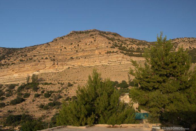 Montanha a redor do Dana Tower Hotel
