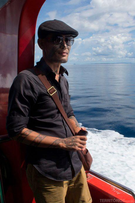 Rahung Nasution e as tradicionais tatuagens feitas por tribos na Sumatra, Indonésia