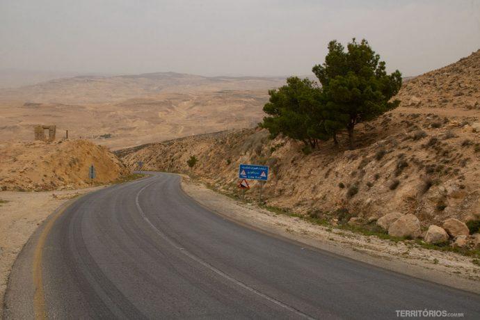 Estrada secundaria próximo ao Monte Nebo, na Jordânia