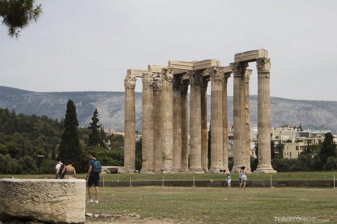 Templo de Zeus Olímpico (século VI a.C), ruína de um antigo templo dedicado a Zeus