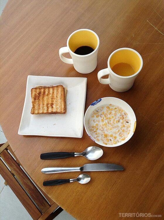 Café da manhã no Bee W, um dos hostels de São Paulo