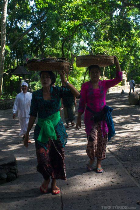 Oferendas diárias na Floresta dos Macacos de Ubud