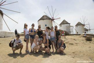 Nosso grupo em frente aos  moinhos Kato Mili
