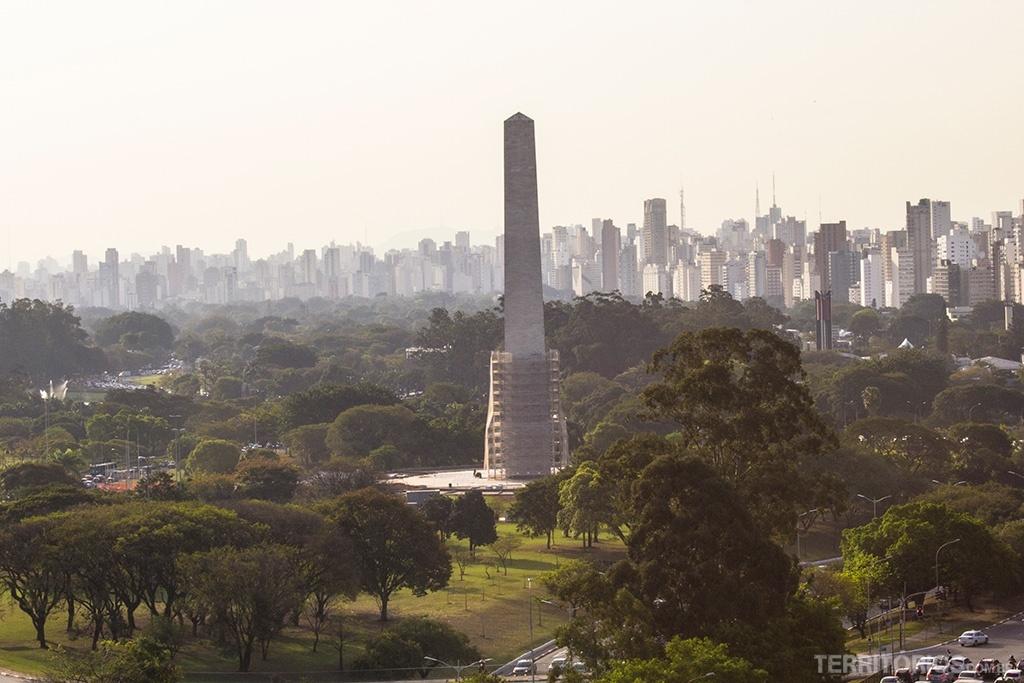 Obelisco visto do MAC