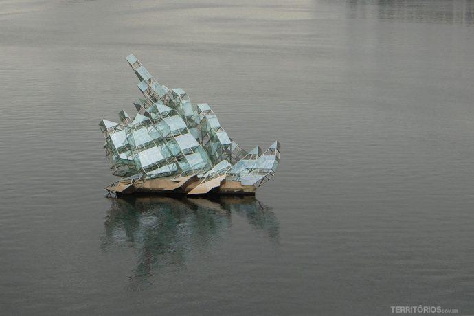 Barco de vidro em frente à Opera de Oslo