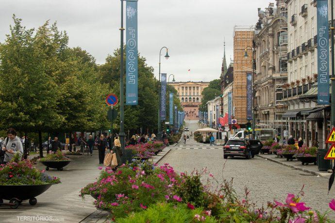rua Karl Johans Gate é a rua principal de Oslo