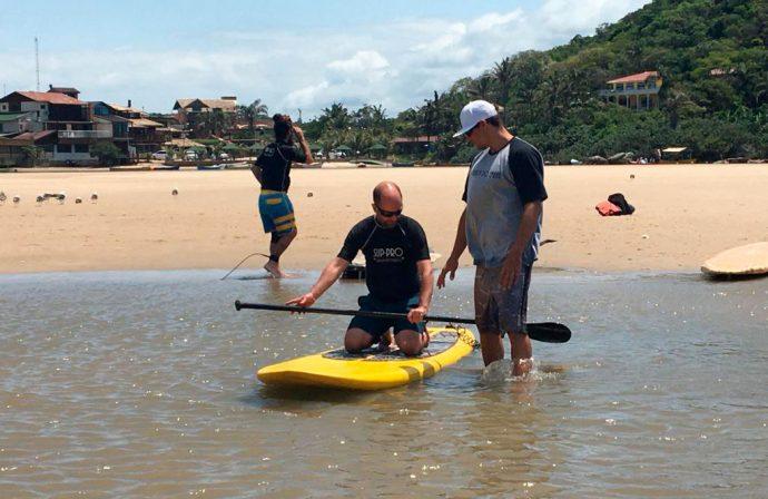 Stand up paddle na Guarda do Embaú