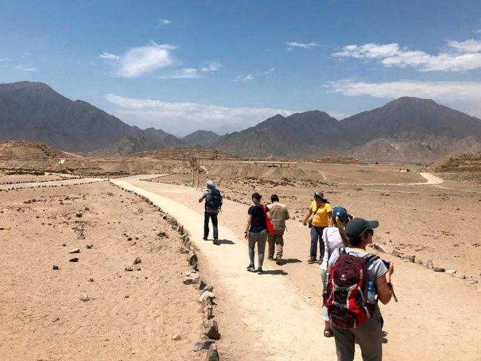 Caminhos demarcados para visitar Caral