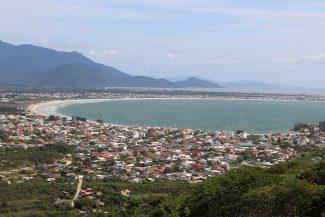 Praia da Pinheira vista do alto do morro