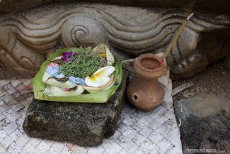 Oferendas por todos os lados em Bali