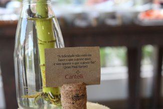 Em cada mesa, uma mensagem positiva para iniciar o dia