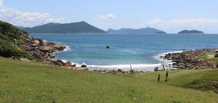 Praia no município de Palhoça