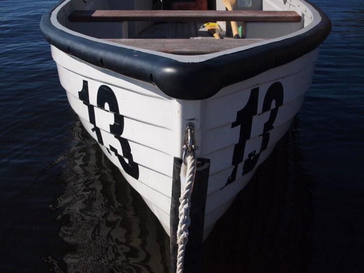 Barco com número 13