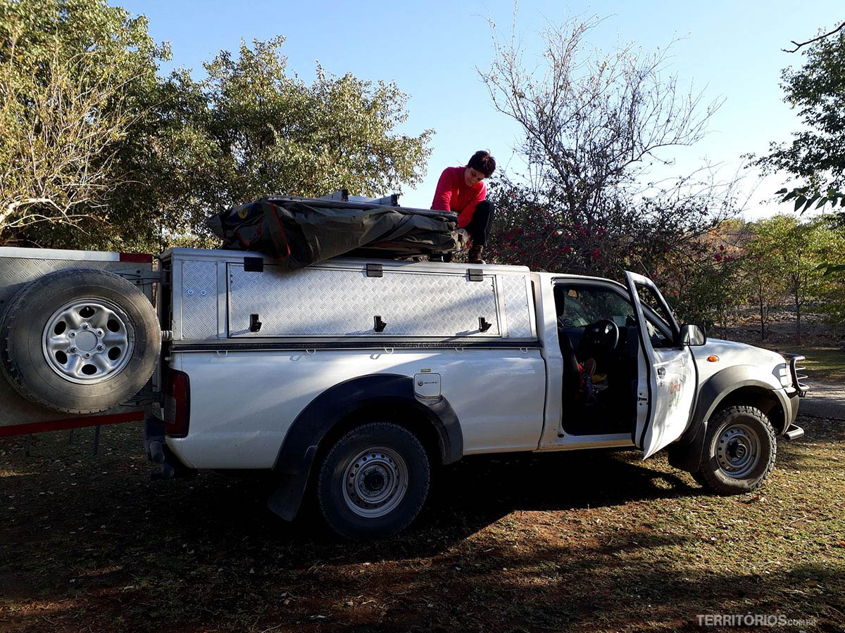 Campervan com barraca em cima alugada na Namíbia