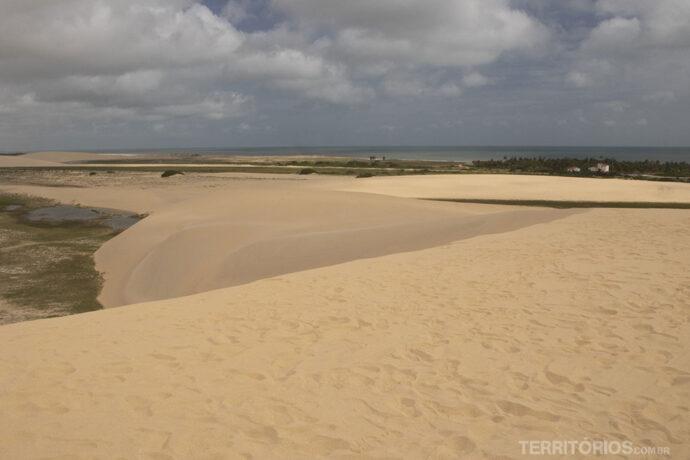 Vista das dunas para a Praia de Maceió em Camocim