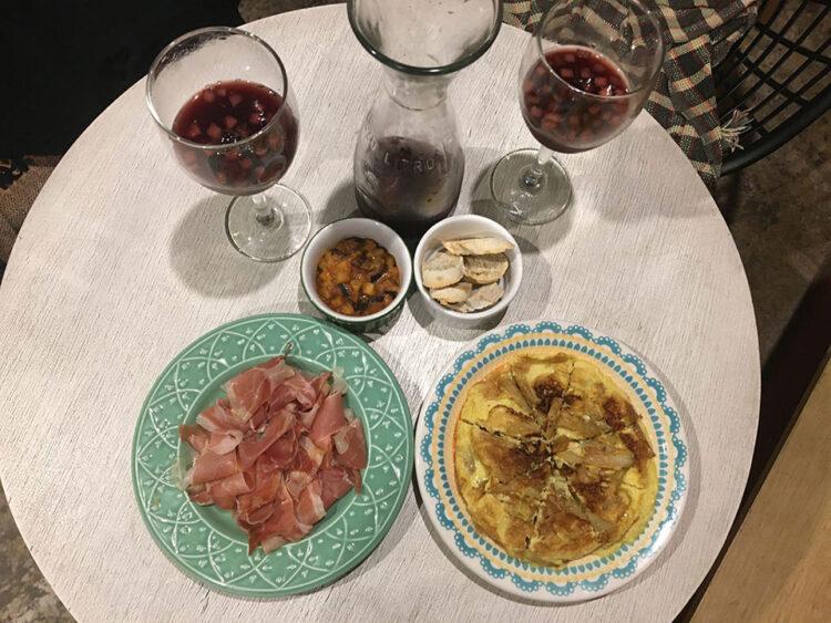 Jamón espanõl y tortillas de papa y sangria